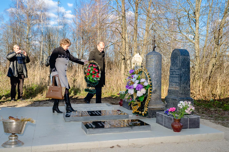 memorial-nemchinovu-vozlozhenie-venkov